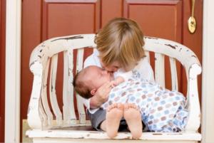 Miminko a starší sourozenec
